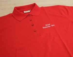 Poloshirt bestickt in rot